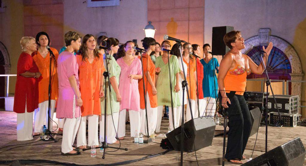 Vieni a festeggiare il nuovo anno con le Damavoci Gospel Singers ft. Luciana Vaona